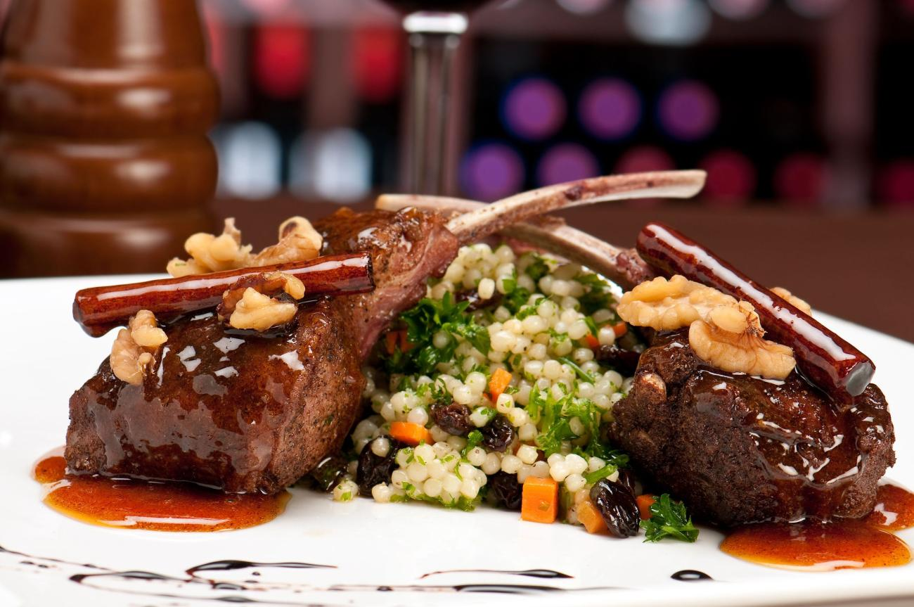 lamb chops with couscous and vegetables with a sauce of caramel, pepper and spices